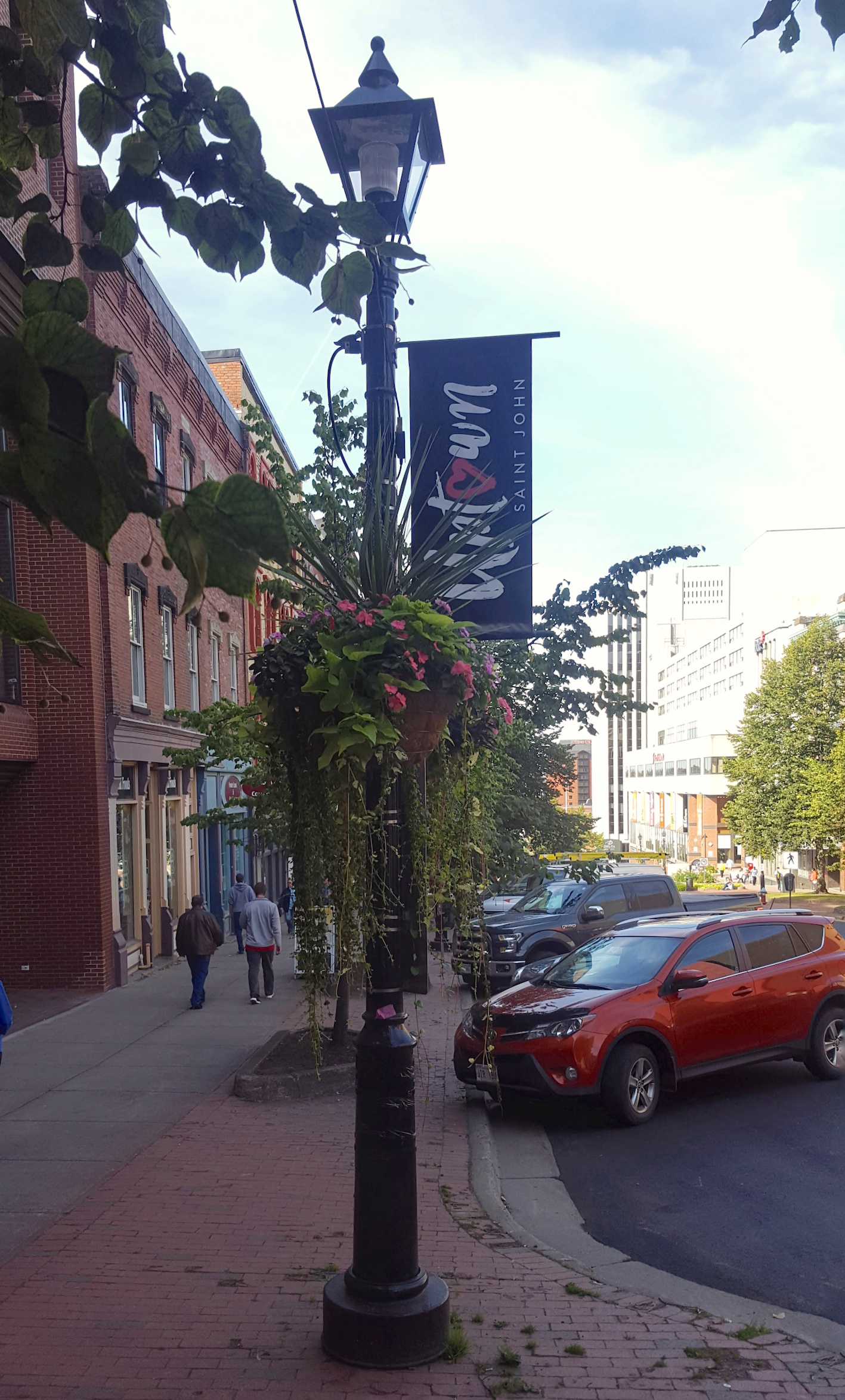 New Gateway Signs Welcome Folks Uptown